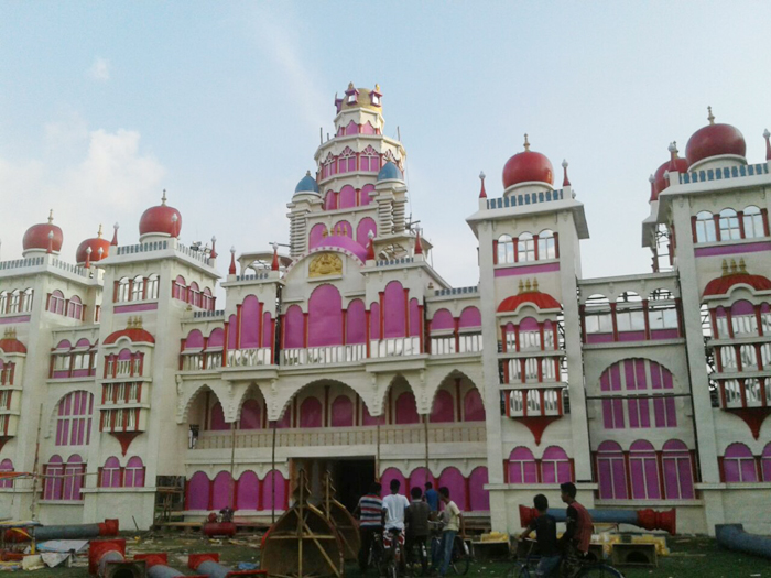কর্ণাটকের মহিসুর প্যালেসের আদলে নির্মাণ বেলডাঙ্গার তরুণ সঙ্গ ক্লাবের পুজো প্যান্ডেল