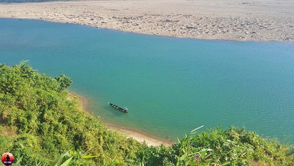 জাদুকাটা নদীটি সুনামগঞ্জের একটি অপরূপ নদী